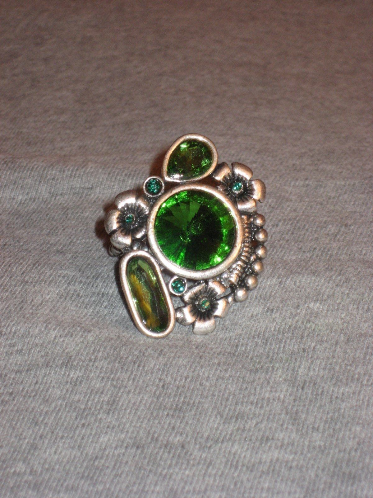 green rhinestone stretch ring