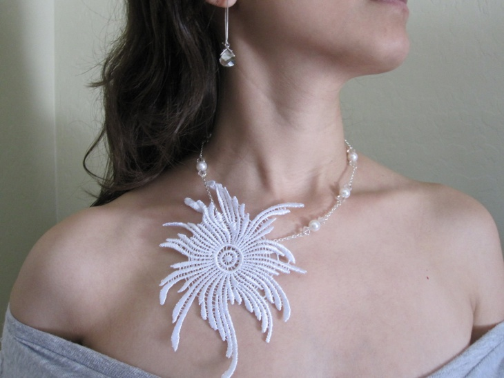 Bridal Lace Necklace Idea