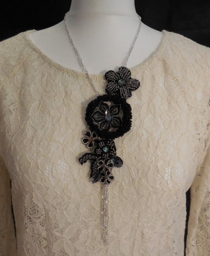 Floral Lace Necklace Design