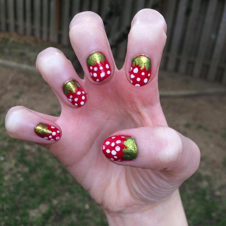 glitter strawberry nail art