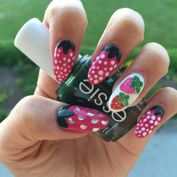 dotted strawberry nail art
