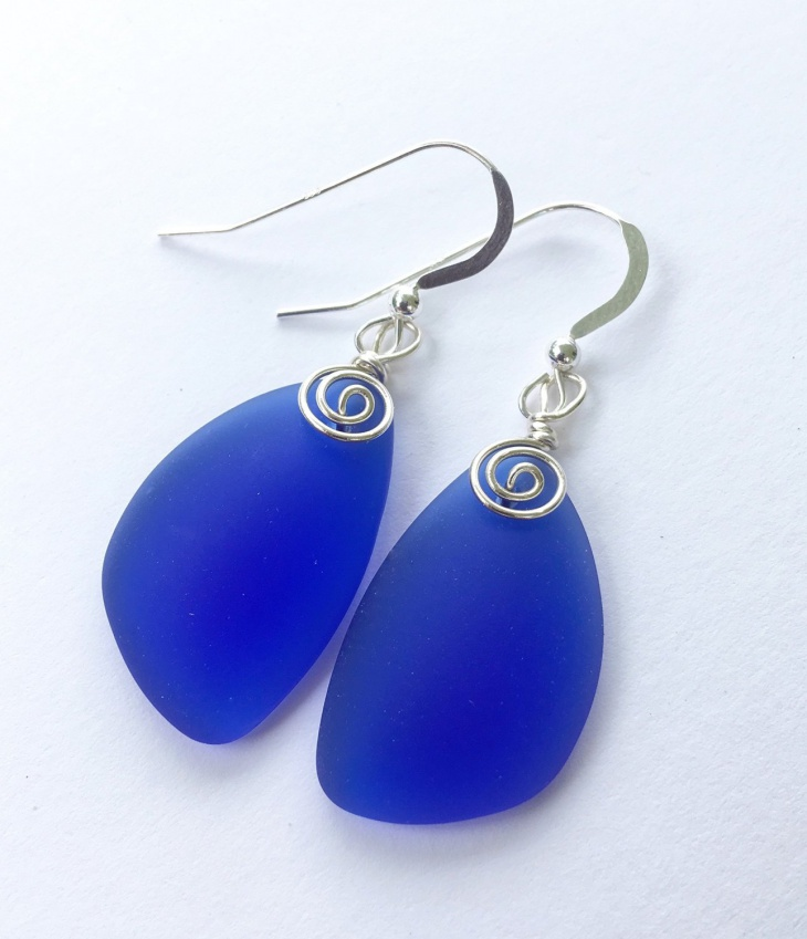 blue glass earrings idea