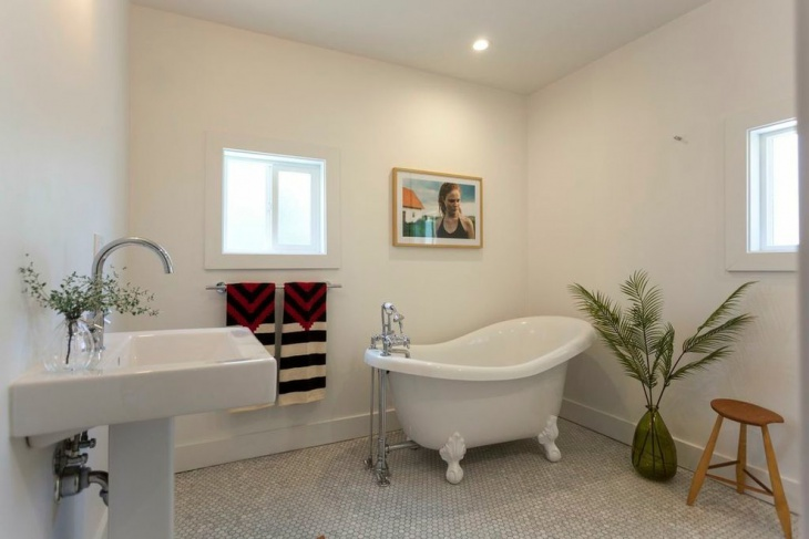 small clawfoot bathtub idea