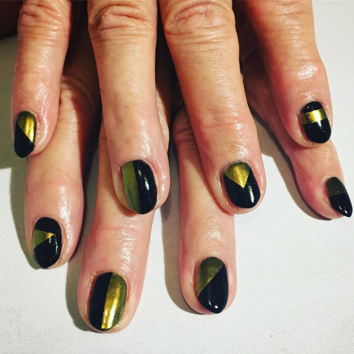 black and gold round nails