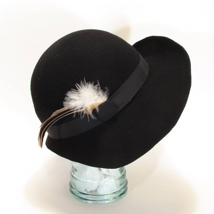 Flapper Hat with Feather