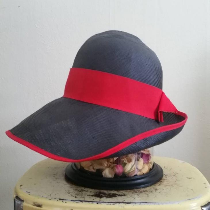 beautiful flapper hat idea