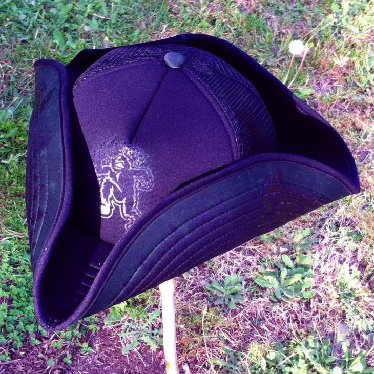 simple tricorn hat design