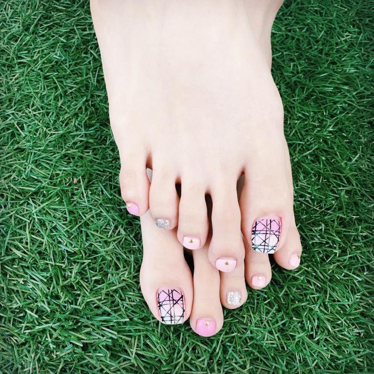 pink toe nail design