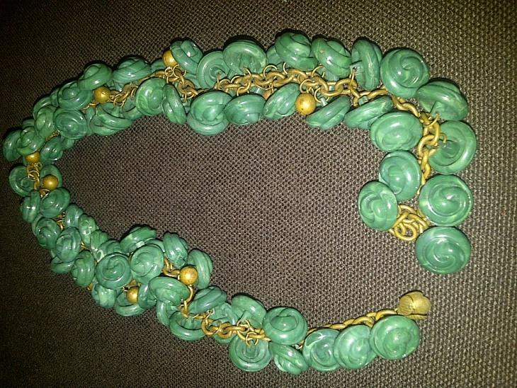 vintage button necklace design