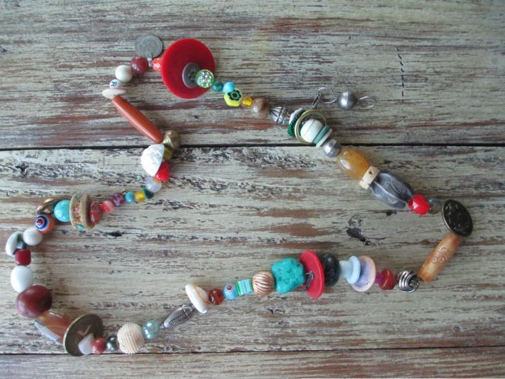 pretty button necklace design
