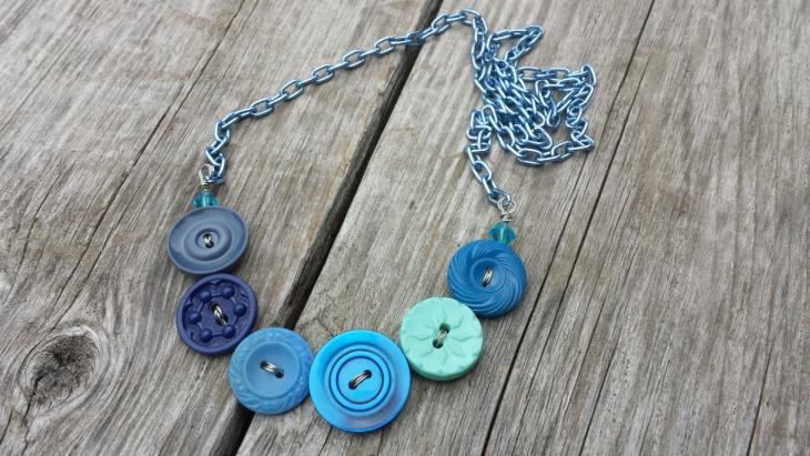 blue button necklace design