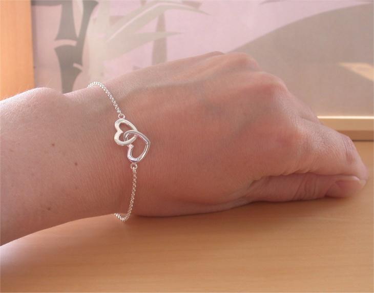 silver heart bracelet design