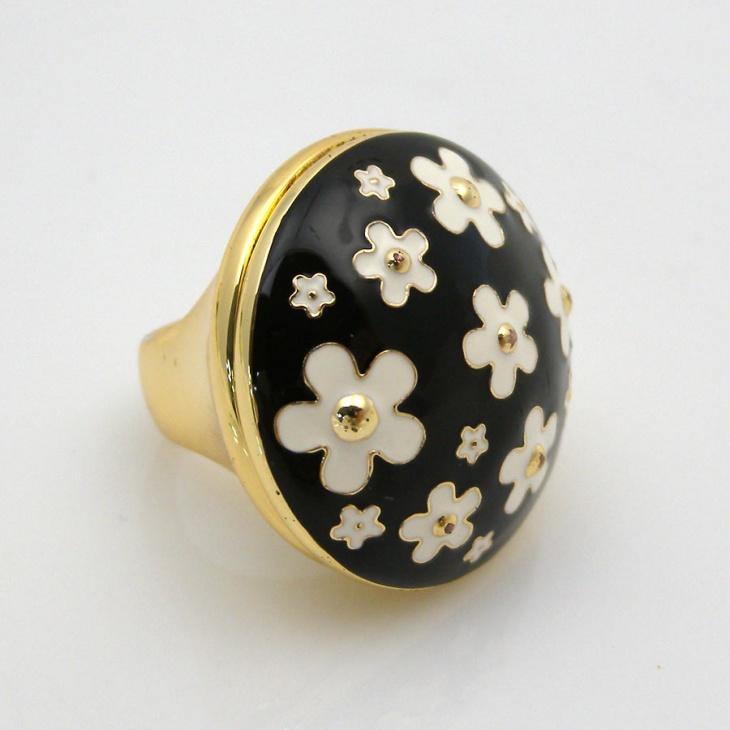 unique daisy ring design