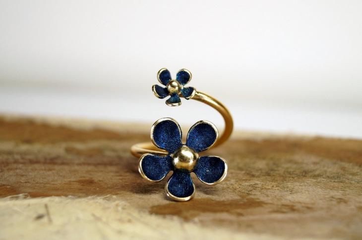Adjustable Daisy Ring Design