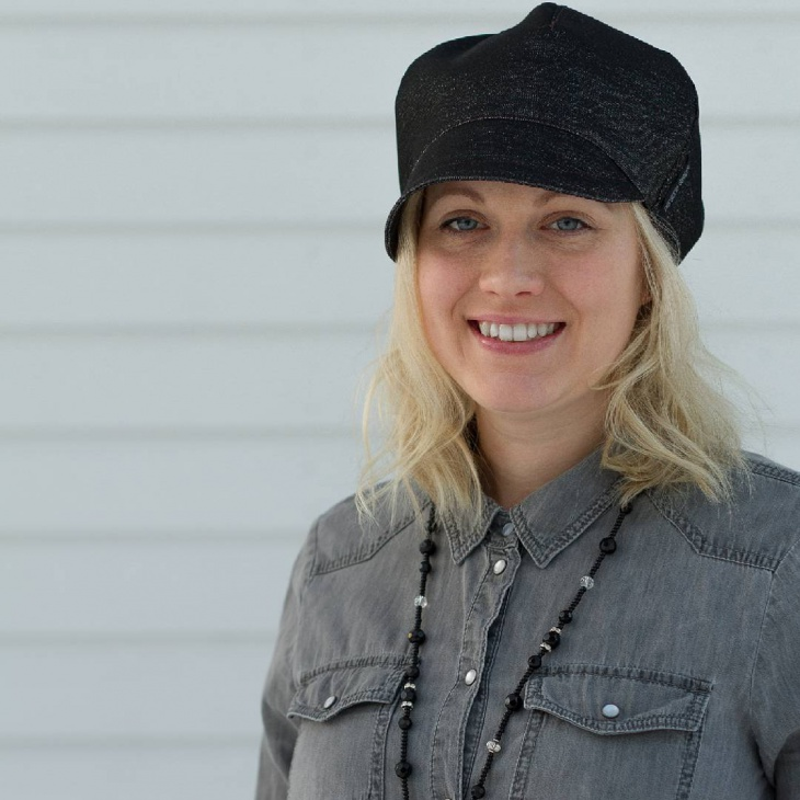 black spring hat idea