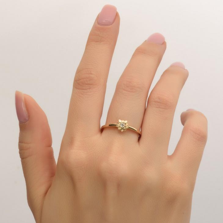 Flower Shape Delicate Ring