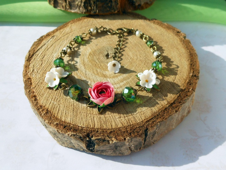 floral beaded bracelet design