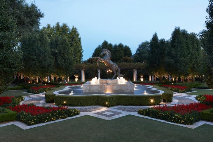Victory Horse Garden Statue