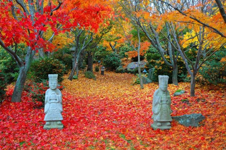 Asian Garden Statue Design