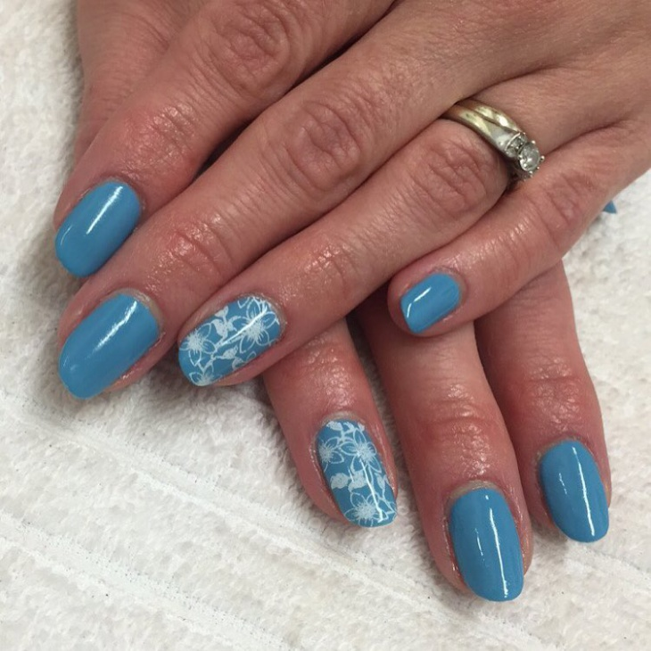 blue and white flower nails