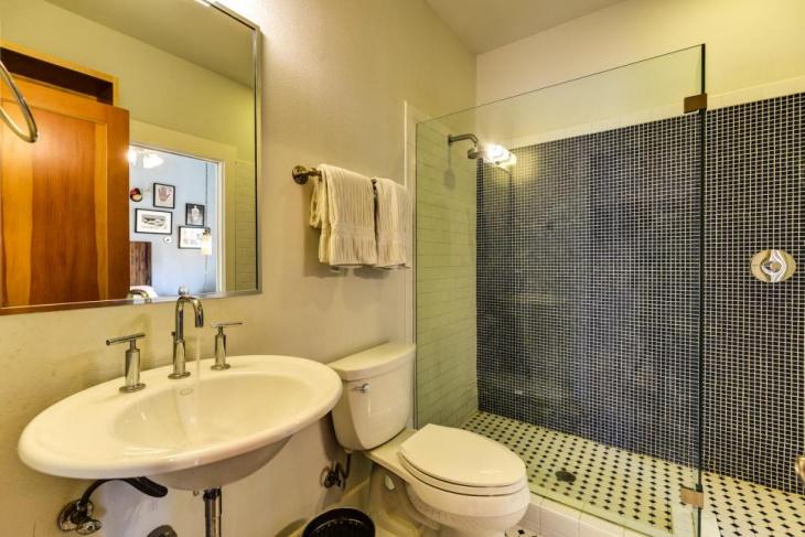 Modern Bathroom With Industrial Look