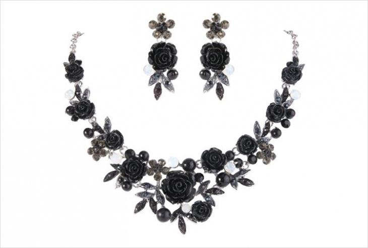 Black Rose Necklace Design