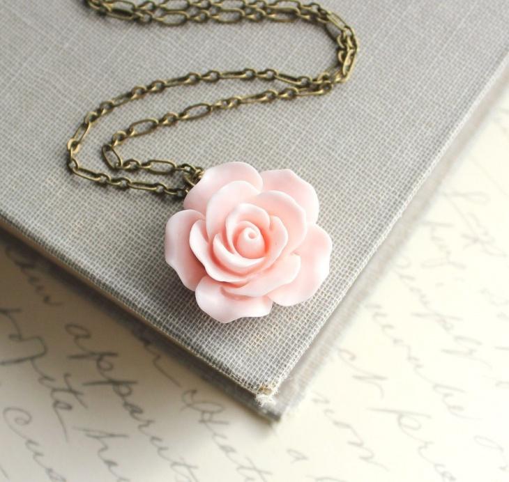 pink rose necklace idea