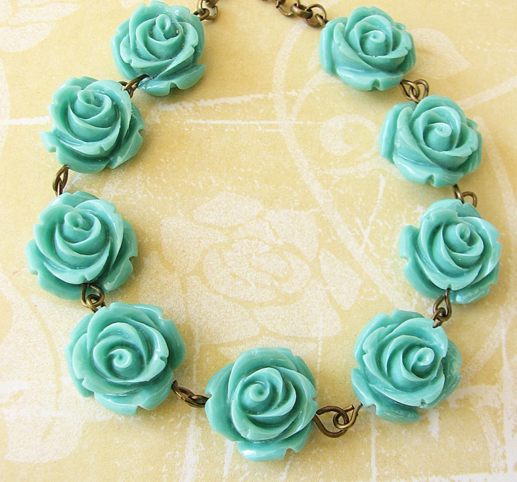pretty blue rose necklace