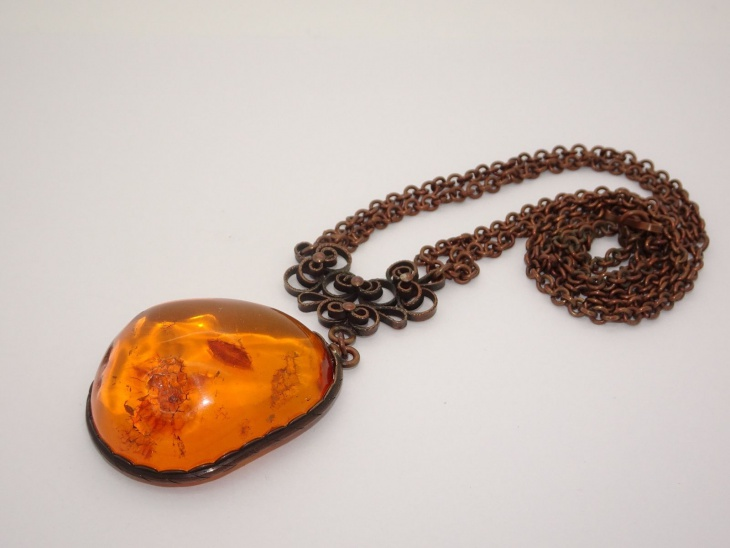 antique amber pendant2