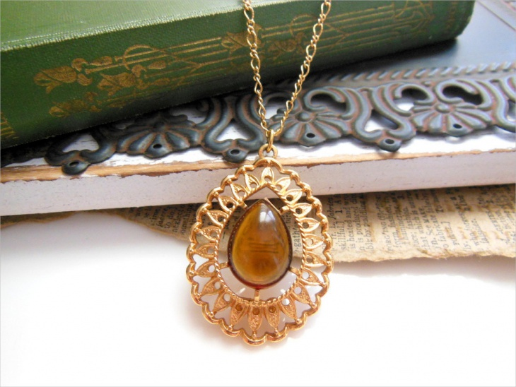 teardrop amber pendant