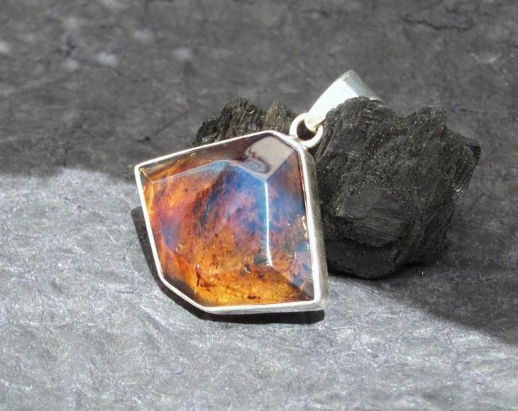 classy amber pendant idea