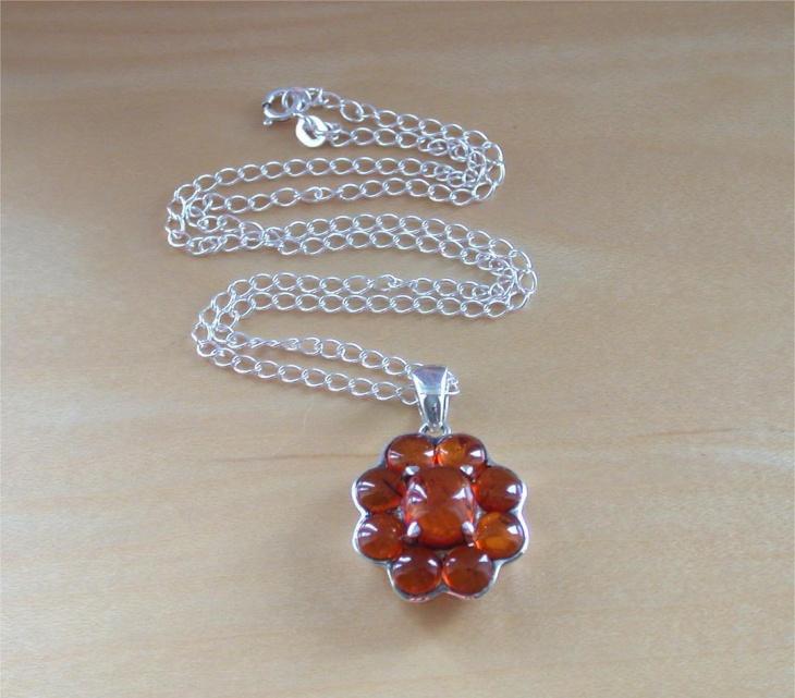 flower shape amber pendant