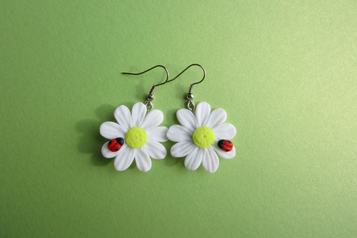 Polymer Clay Daisy Earrings