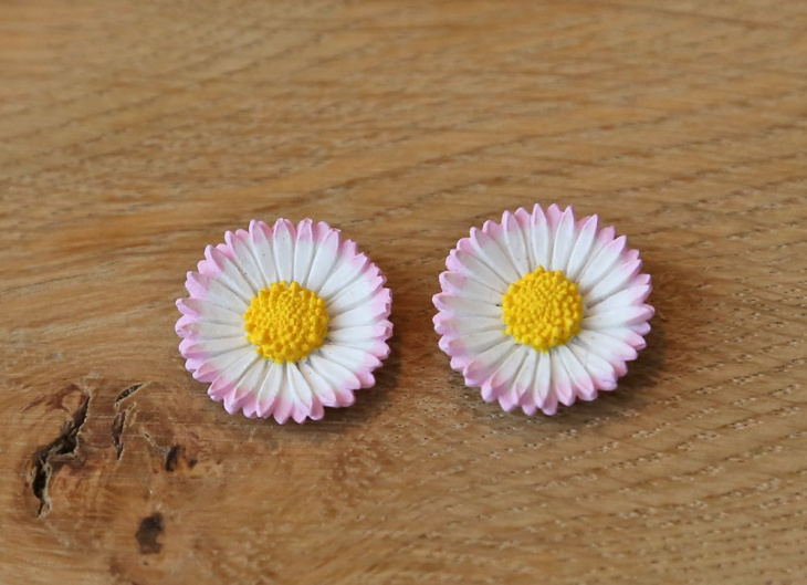 Awesome Daisy Earrings Design