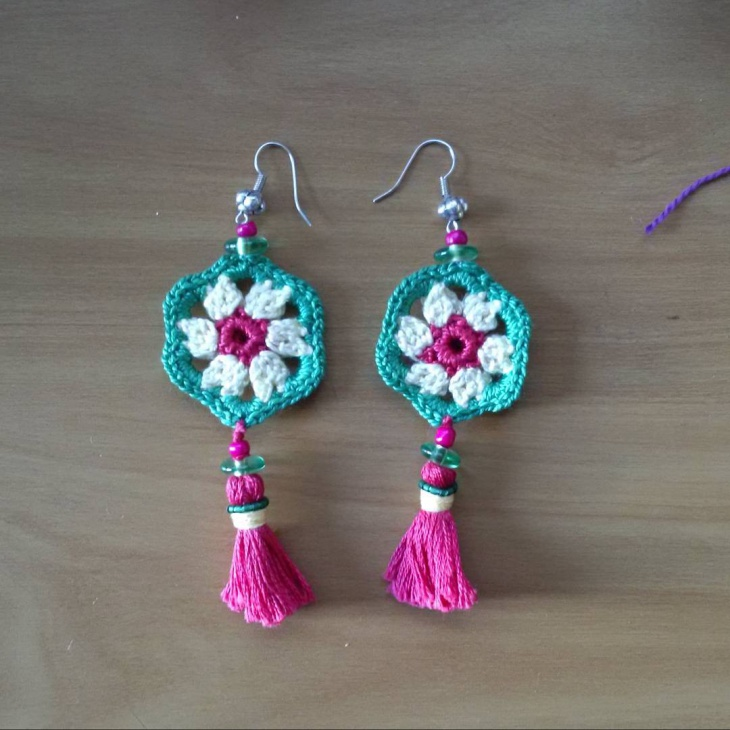 Crochet Daisy Earrings Idea