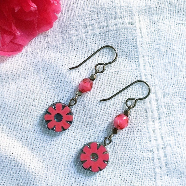 Retro Style Daisy Earrings