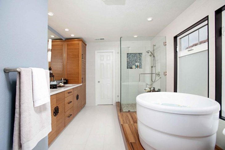 corner shower room shelf idea