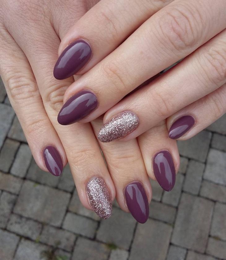 Shellac Glitter Nail Design