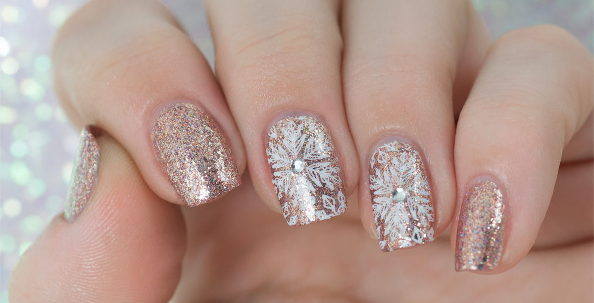 Glitter Winter nail art