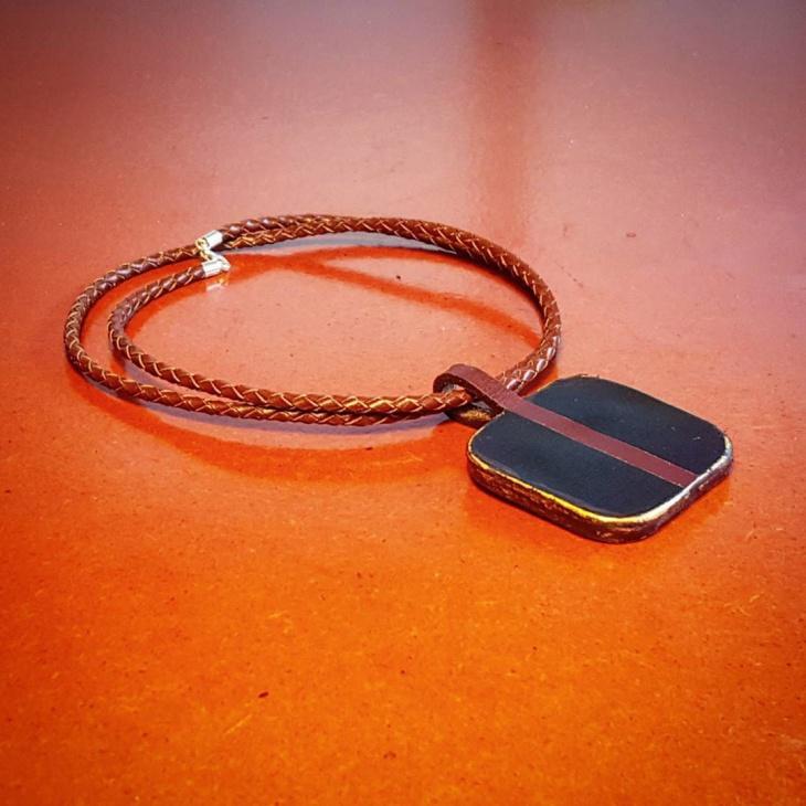 casual leather necklace idea