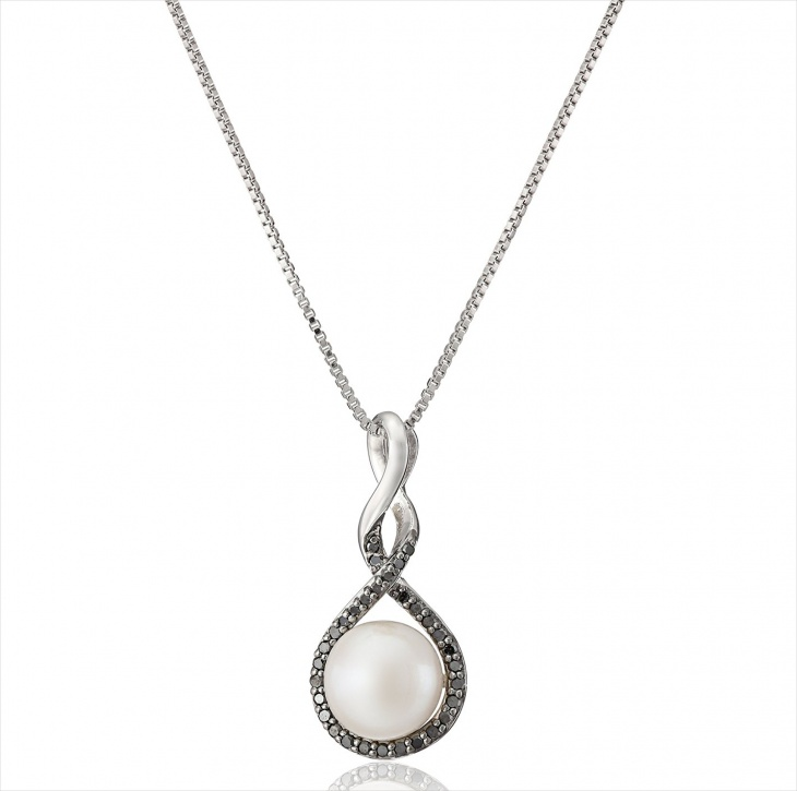 Traditional Pearl Necklace Design