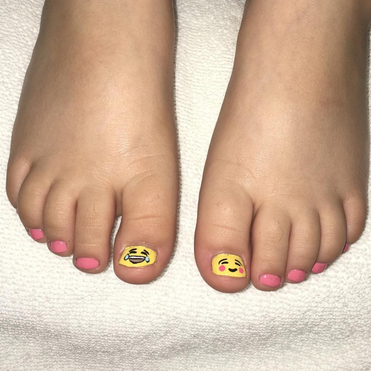 emoji toe nail art