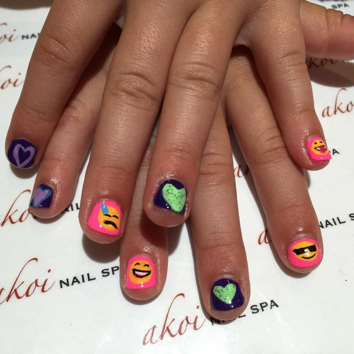 hearts emoji nail art