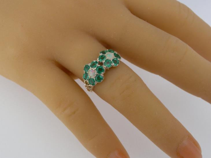 opal daisy ring model
