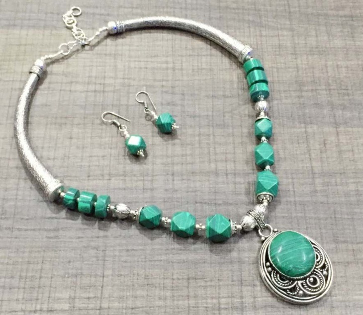 modern malachite necklace design