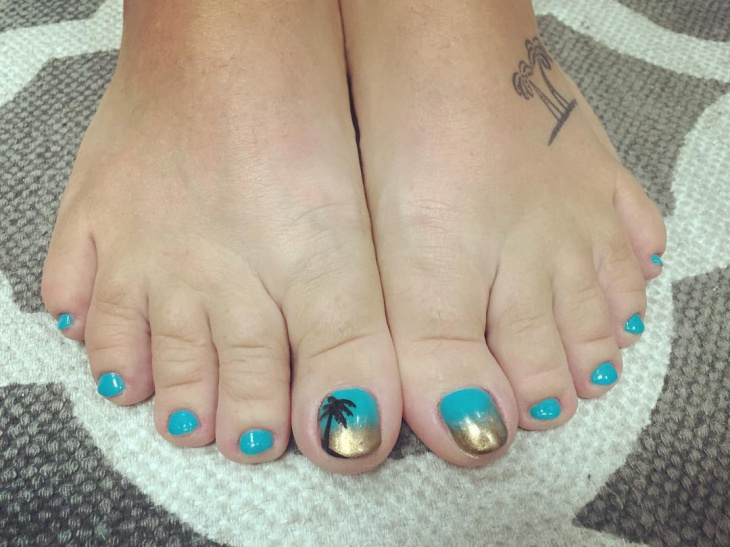cute beach toe nail design