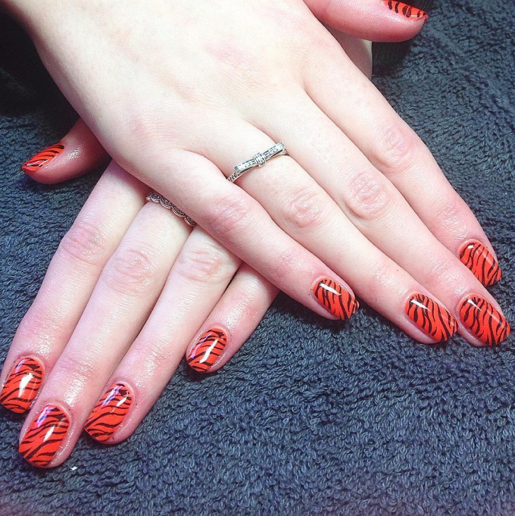 tiger stripe nail design