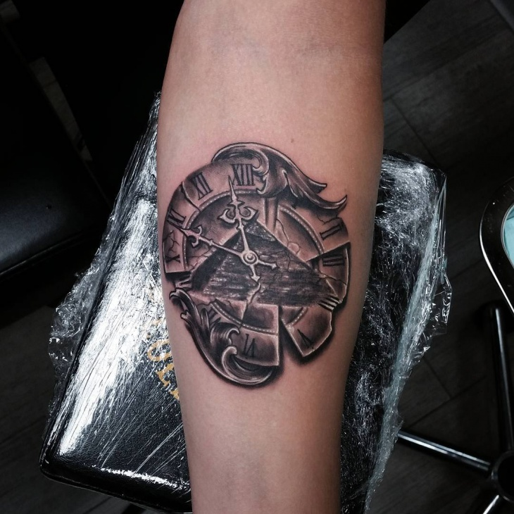 clock pyramid tattoo design
