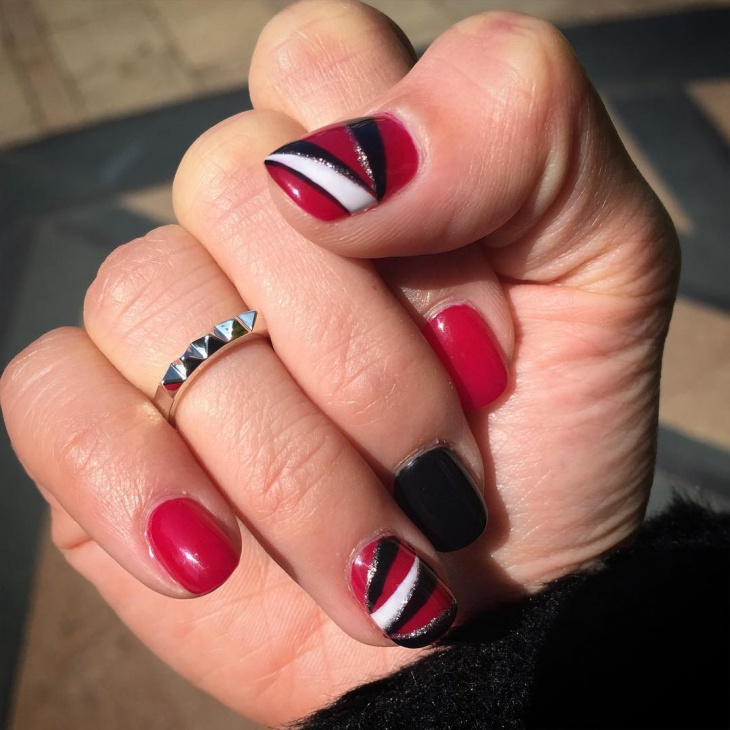 Easy Red Nail Design