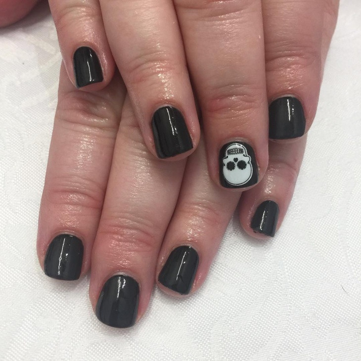 black nail art design for short nails